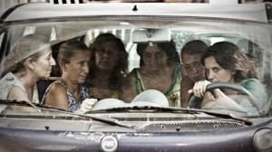 25767708_via-castellana-bandiera-trama-immagini-clip-del-film-di-emma-dante-in-concorso-venezia-70-0